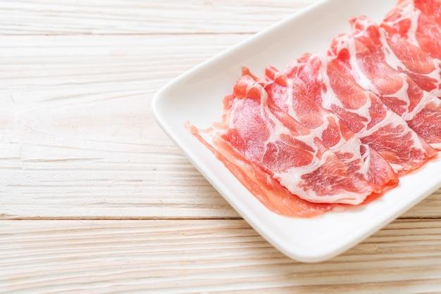 新鮮なスライスした豚肉の生