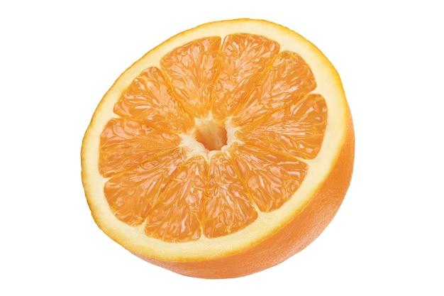 白い背景で隔離の新鮮なスライスオレンジ