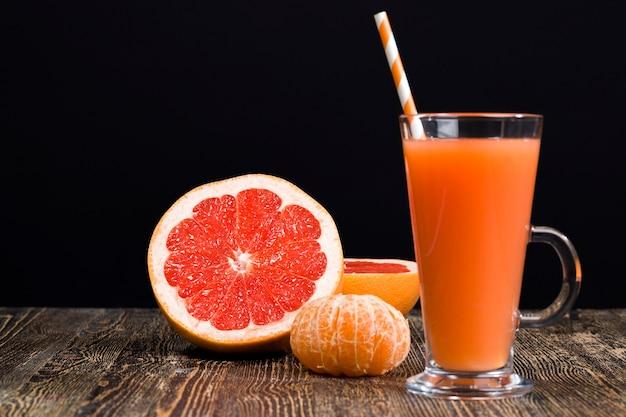 フレッシュサワーまたはビターグレープフルーツジュース