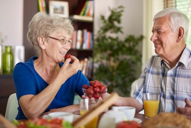 ビタミン源としての新鮮なイチゴ