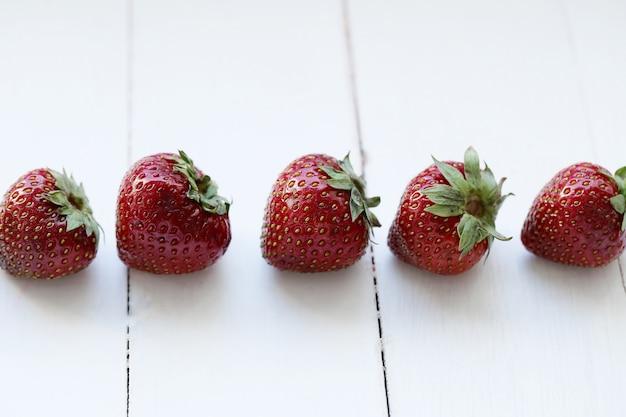 신선한 딸기 과일