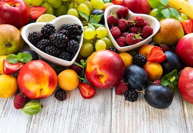 신선한 여름 과일과 열매