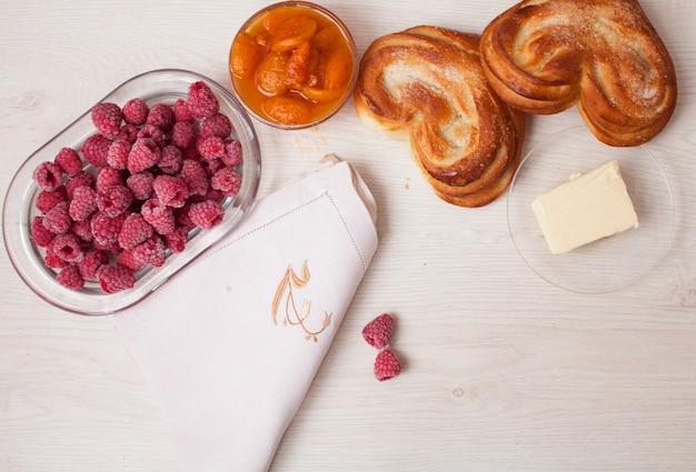 新鮮な甘いパンのクローズアップ