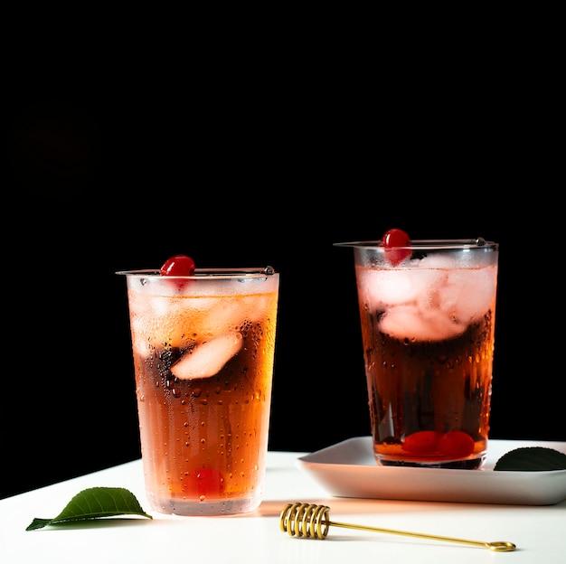Disposizione di bevande fredde dolci fresche