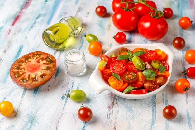 バジル入りフレッシュトマトサラダ。
