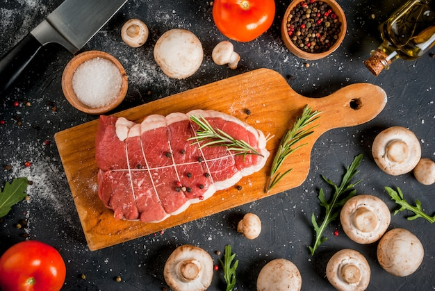 Fresh uncooked roastbeef with vegetables