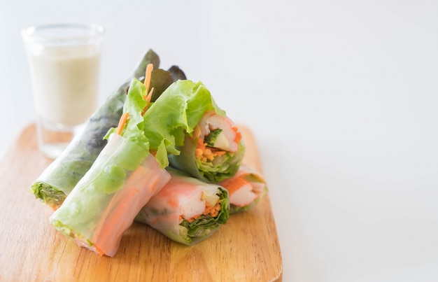 Fresh vegetable noodle spring roll