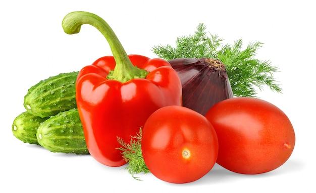 Свежие овощи (огурцы, помидоры, болгарский перец, лук, укроп), изолированные на белом фоне