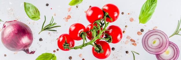 Свежие овощи, зелень и специи на белом