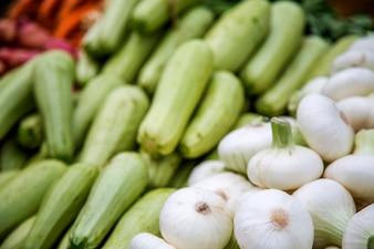 市場の新鮮な野菜