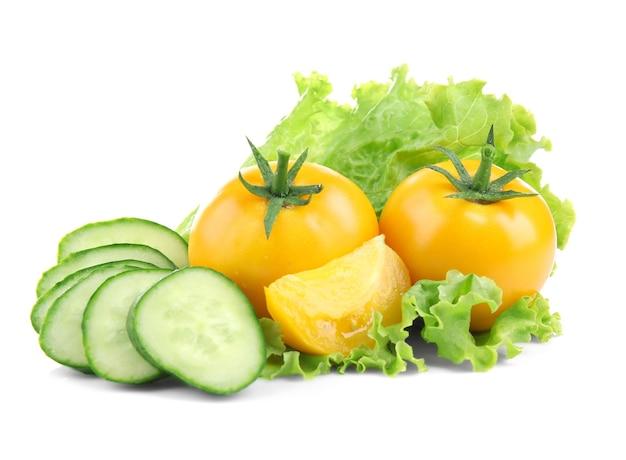 흰색 바탕에 신선한 야채