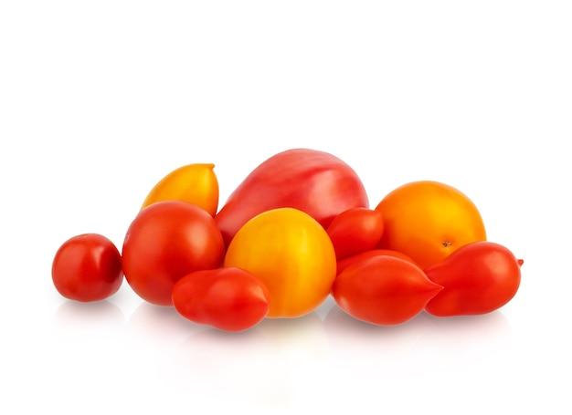 신선한 야채 빨간 토마토 흰색 배경에 격리