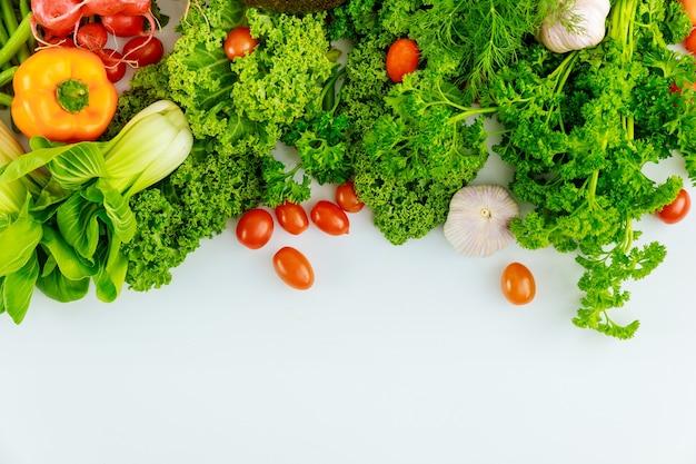 Свежие овощи с копией spase для вашего текста. здоровая пища.