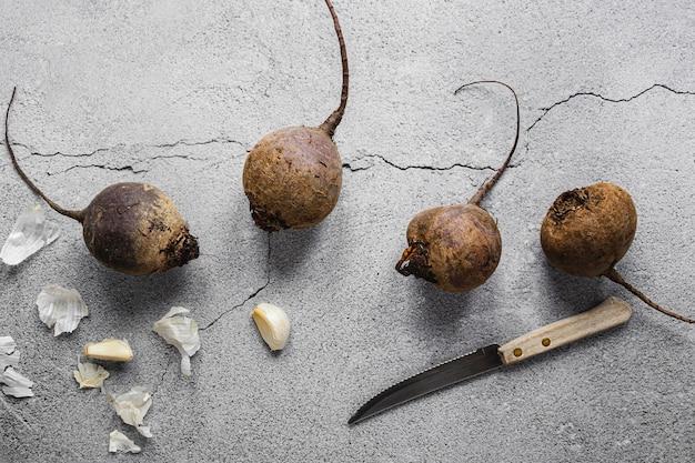 新鮮な野菜とナイフ