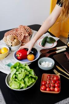 調理する準備ができている新鮮な野菜