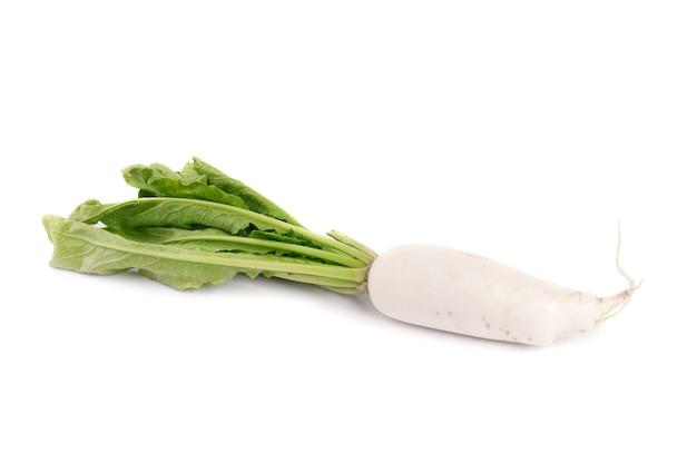 Свежий белый редис, изолированные на белом фоне