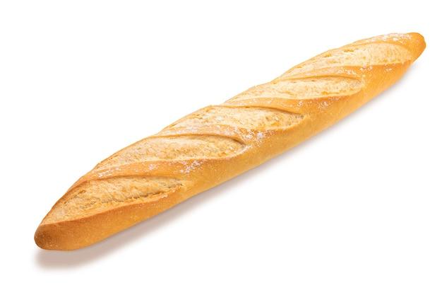 Свежеиспеченный и хрустящий французский хлеб. изолированные на белом фоне вид сбоку.