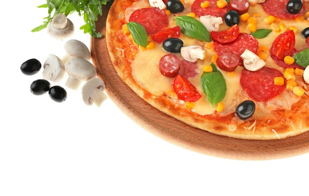 흰색 바탕에 갓 구운 된 피자