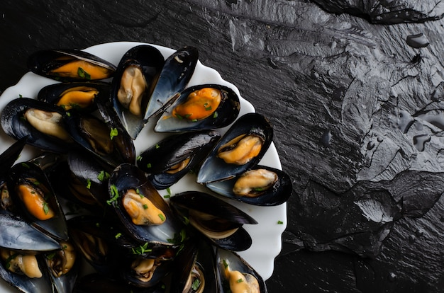 Freshly cooked mussels with parsley
