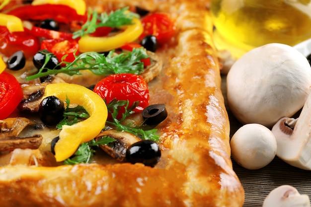 Свежая домашняя пицца крупным планом