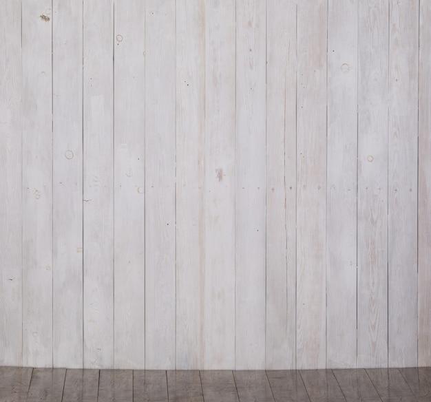 갓 칠한 흰색 나무 표면