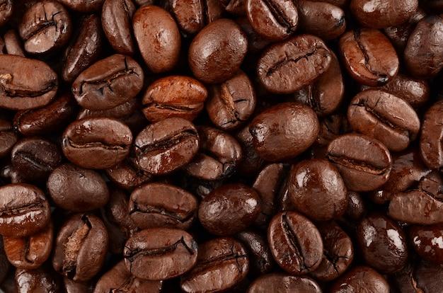 Свежеобжаренный кофе крупным планом