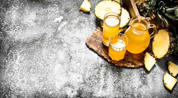 Свежевыжатый ананасовый сок.