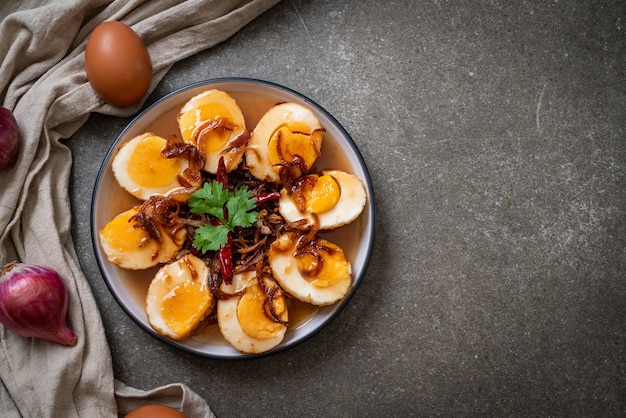 삶은 계란 타마 린드 소스 또는 새콤 달콤한 계란 튀김
