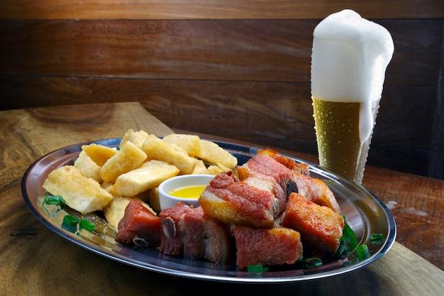 豚肉の揚げキャッサバ