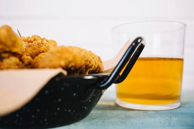 Жареная курица и пиво