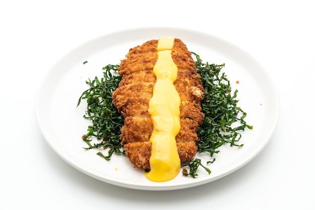 레몬 라임 소스와 함께 튀긴 닭 가슴살