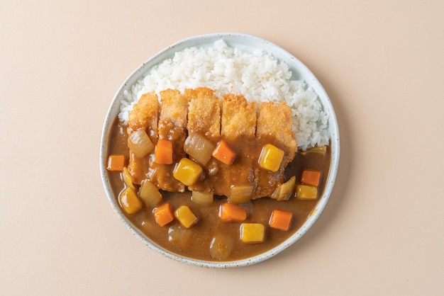 フライドチキンカツカレーライス-日本食スタイル