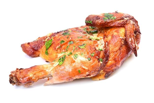 Жареный цыпленок изолирован