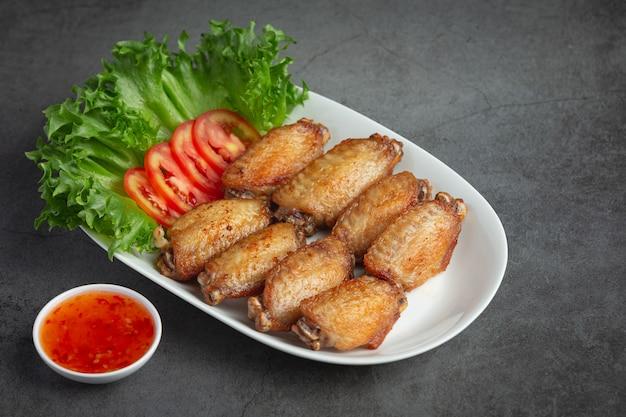 Жареные куриные крылышки в рыбном соусе