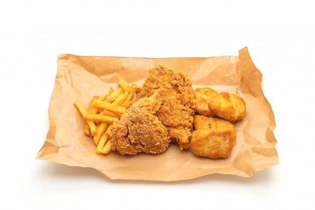 Жареная курица с картофелем фри и самородками (нездоровая и нездоровая пища)