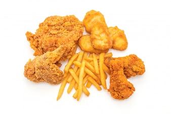 フライドチキンとフライドポテトとナゲットの食事(ジャンクフードと不健康な食品)