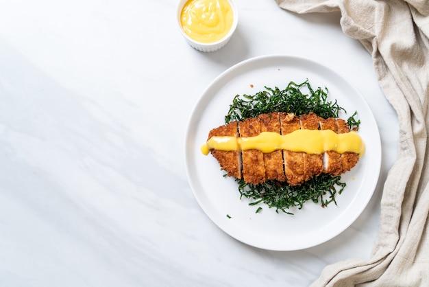 Жареная курица с соусом из лимона и лайма