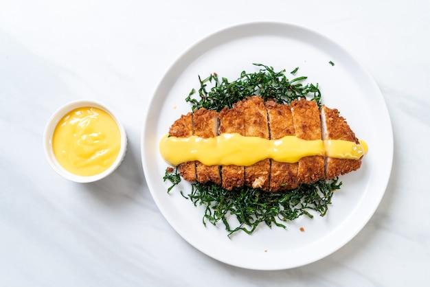 레몬 라임 소스를 곁들인 프라이드 치킨