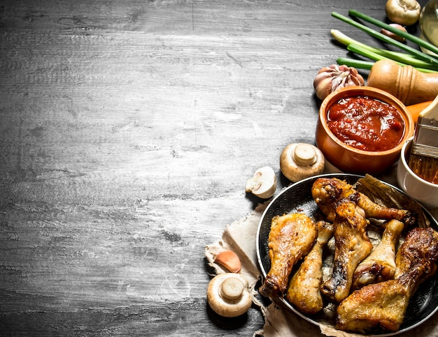 Fried chicken with mushrooms , garlic, onions and hot sauce