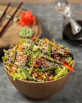 Fried chicken with vegetables and sesame under sauce