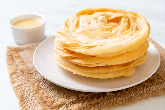 Fried crispy roti dough