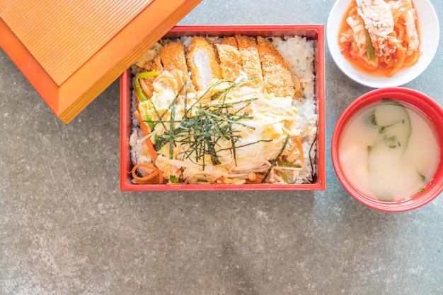 Fried cutlet pork (katsudon)