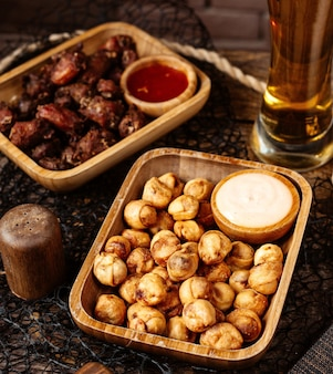 Fried dushbara with sauce and beer