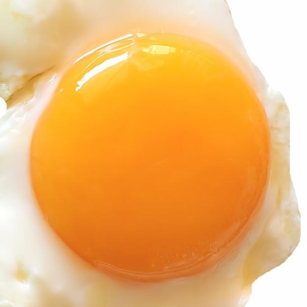 コピースペースで白の上に分離された目玉焼き