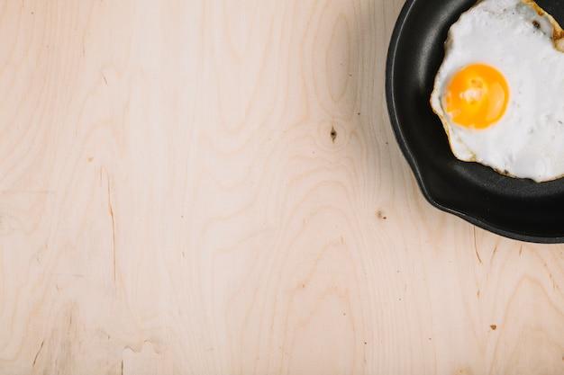 팬에 튀긴 계란
