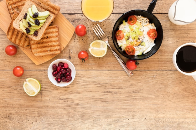 Fried egg in pan with toast and tomatoes