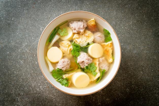 계란 후라이 수프 또는 다진 돼지고기 오믈렛 수프