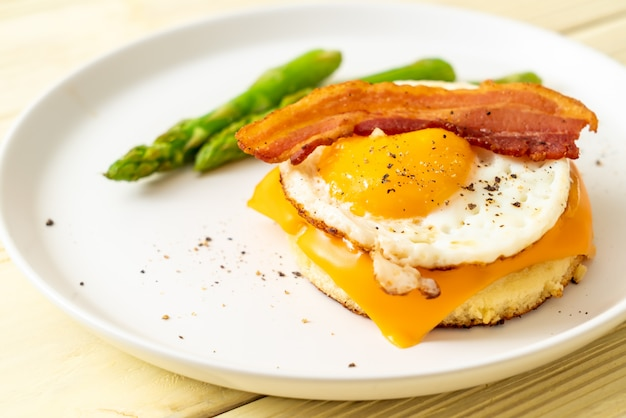 Fried egg with bacon and cheese on pancake