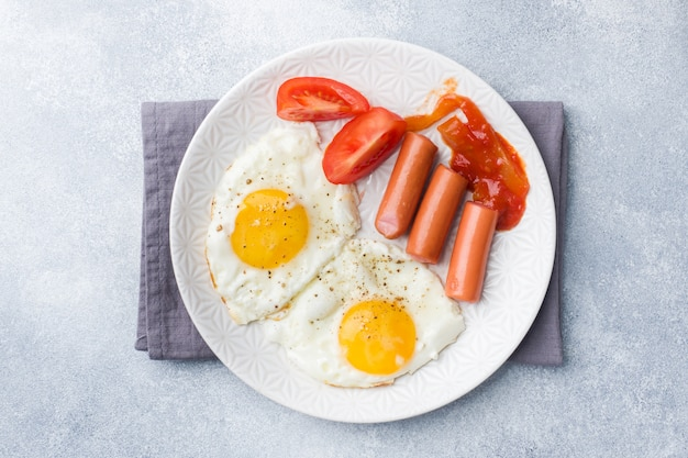 Fried eggs and sausage