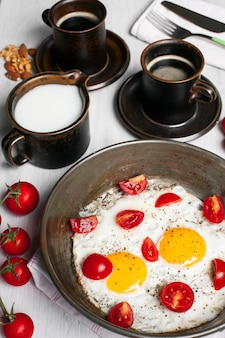 Fried eggs with tomatoes and coffees